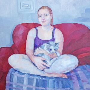 Portret de fata din Cacica pe canapea rosie cu motanul in brate